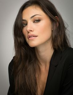 your best fansite source for phoebe tonkin Beauty Makeup, Hair Makeup, Hair Beauty, Pretty People, Beautiful People, Girl Crushes, Woman Crush, Makeup Looks, Actresses