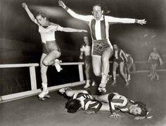 women practicing Roller Derby (New York, 1950)