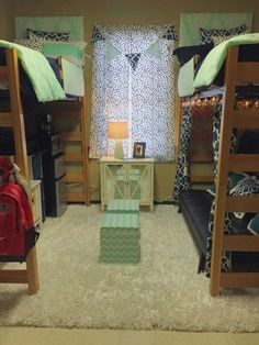 Decorating your room is an important aspect of dorm life. Here are some really cute Ole Miss dorm rooms to get some serious inspiration from! Ole Miss Dorm Rooms, Cool Dorm Rooms, Dorm Room Storage, Dorm Room Organization, Organization Ideas, Storage Ideas, Small Dorm, Small Beds, Small Living