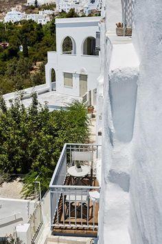 Living Theros Luxury Suites, Kardiani – Prezzi aggiornati per il 2020 Small Hotels, Luxury Suites, Terrazzo