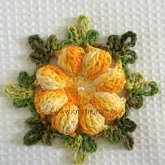 Free pictoral instructions for circle surrounded by bobbles Flor margarida passo a passoThis Pin was discovered by VirNot in English, but there's a very good photo tutorial.Daisy flower step by step Love Crochet, Irish Crochet, Crochet Motif, Beautiful Crochet, Crochet Doilies, Crochet Stitches, Beautiful Flowers, Knit Crochet, Crochet Flower Patterns