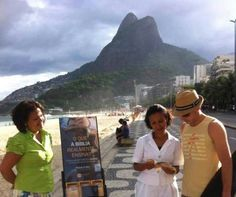 Brazil - Witnesses talk to people wherever they find people gather. The literature is free and free Bible studies are offered.