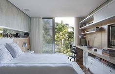 Like the backdrop behind the bed for that wide long look. Small Apartments, Small Spaces, Tapete Beige, Furano, Modern Bedroom Design, Suites, Home Design Plans, Beautiful Bedrooms, Office Interiors