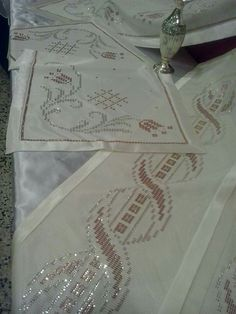 Safranbolu sergisi Cross Stitch Borders, Bargello, Embroidery Stitches, Monochrome, Tatting, Diy And Crafts, Beads, Sewing, Model
