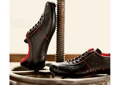Looking for some leather for your next biking shoe - Bicycling Magazine has the 411 on 12 Leather Cycling Shoe Treasures