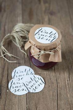 Waldfruchtsenf + Label Freebie - Miss D. Jar Packaging, Craft Packaging, Homemade Gifts, Diy Gifts, Jam Label, Gift Wraping, Food Labels, Mason Jar Diy, Fruit Recipes