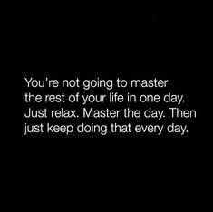 """""""Portanto, não se preocupem com o amanhã, pois o amanhã se preocupará consigo mesmo. Basta a cada dia o seu próprio mal"""". Mateus 6:34"""