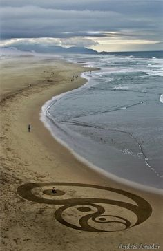 Artist Uses a Rake to Create Amazingly Large Sand Paintings - My Modern Metropolis