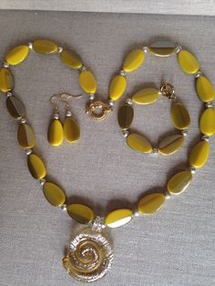 Acrylic Beads, Mustard Yellow, My Etsy Shop, Beaded Necklace, Trending Outfits, Unique Jewelry, Handmade Gifts, Vintage, Fashion