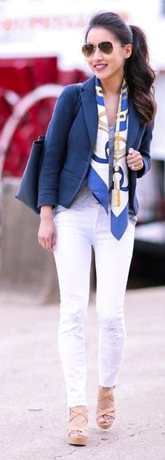 White top and pants with a navy blazer - Miladies.net
