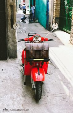 Tộc | Leather: Leather bag on a 1982 Vespa P150E / Leather camera...