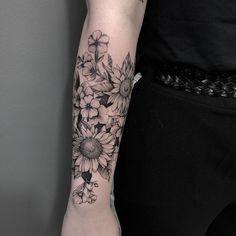 Tatuagens femininas 2019: 220 tendências para você decidir a sua  Half Sleeve Tattoos Forearm, La Tattoo, Flower Sleeve, Flower Tattoos, Tattoo Inspiration, Tattos, Girl Tattoos, Piercings, Ink