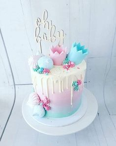 Gender Reveal Party Decorations, Baby Gender Reveal Party, Gender Reveal Cupcakes, Formation Patisserie, Baby Reveal Cakes, Baby Shower Cakes Neutral, Gateau Baby Shower, Partys, Drip Cakes