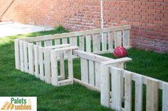 El cerramiento y vallado con tablas de palets reciclado, resulta ideal, como elemento ornamental o para delimitar zonas interiores de terrazas y jardines,