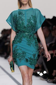 yeyy... punya kain yg hampir samaa... bikinnn!Elie Saab at Paris Fashion Week Spring 2014 - StyleBistro