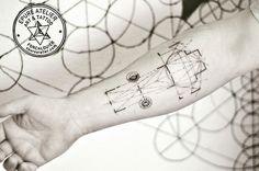 #sacredgeometry #goldennumber #geometrictattoo #geometry #symbol #marieroura #epureatelier #finelinetattoo #ink #inked #blackwork #blackworktattoo #armtattoo  #architecture #romanchurch #church