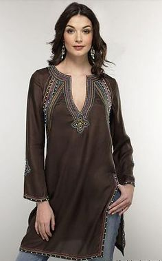The Indian Tunic Kurti Craze has spread all over the world. A Tunic or Kurti is a comfortable loose hip covering tunic top in cotton, ch. Look Fashion, Autumn Fashion, Womens Fashion, Fashion Trends, Fashion Black, Fashion Details, Moda Hippie, Indian Tunic, Summer Tunics
