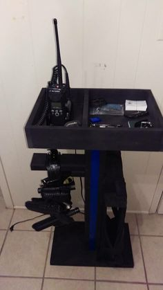 Law Enforcement organizer Metal Projects, Diy Pallet Projects, Police Gear Stand, Pallet Closet, Belt Holder, Hot Cops, Duty Gear, Police Wife, Thin Blue Lines