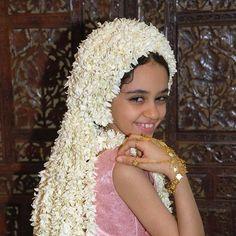 صبية ترتدي طاقية من الفل الجيزاني، جازان -السعودية Saudi Arabia Culture, African Women, Traditional Dresses, Flower Arrangements, Little Girls, Winter Hats, Crochet Hats, Womens Fashion, Instagram Posts