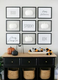 Black & White Simple Halloween Pumpkin Gallery Wall Entryway and Decor Schwarz & Weiß Einfache und moderne Halloween Faux Pumpkin Gallery Wanddekoration Modern Halloween Decor, Easy Halloween, Holidays Halloween, Halloween Pumpkins, Halloween Decorations, Halloween Wall Decor, Rustic Halloween, Halloween Porch, Halloween Crafts