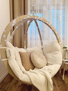 indoor hammock Did you know that Hanging Chairs or Hammocks are the ultimate trend for indoor spaces They are so versatile, as they can be suspended in the ceiling, porch or garden - or in free stands if no suspension is possible. Cute Bedroom Ideas, Cute Room Decor, Girl Bedroom Designs, Room Ideas Bedroom, Bedroom Decor, Hammock Diy, Indoor Hammock Chair, Hammocks, Living Room Hammock