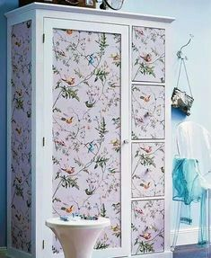 Diy wallpaper on cabinet Cute Furniture, Refurbished Furniture, Painted Furniture, Furniture Design, Wardrobe Closet, Built In Wardrobe, Master Bedroom Closet, Diy Home Decor Bedroom, Diy Wallpaper