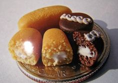 Mini twinkies and cupcakes Big Crowd, Tiny World, Mini Things, Cute Food, Soul Food, Food Inspiration, Cupcakes, Clay, Foods