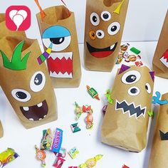 We show you how you can tinker terribly beautiful monster gift bags with our template, some glue and paper bags. Crafts For Girls, Diy For Kids, Diy And Crafts, Dulceros Halloween, Halloween Birthday, Monster Birthday Parties, Monster Party, Paper Bag Crafts, Paper Bags