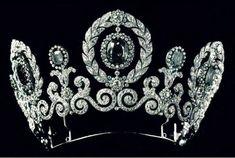 Tiara Cartier de diamantes y zafiros que el Gran Duque Pablo de Rusia dio a su hija, la Gran Duquesa María, cuando se casó con el príncipe Guillermo de Suecia.