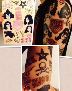 The most rock 'n' roll thing you'll see all day! A die-hard fan got their temporary tattoo pack permanently Tattoo credit: Jussi Kokkarinen Banda Kiss, Kiss Tattoos, Kiss Members, Kiss Art, Hot Band, Gene Simmons, Rabbit Art, Band Tattoo, Body Mods