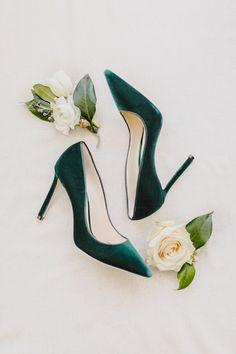 Emerald green velvet shoes | Photography: L Hewitt Photography #WomensShoe
