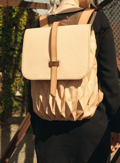 Transfold Backpack: A Bag that Expands and Contracts