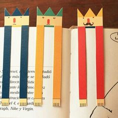 Very creative bookmarks are the one with the vintage jewelry that you can hang on the ribbon. We present you wonderful bookmarks diy ideas. Creative Bookmarks, Cute Bookmarks, Paper Bookmarks, Diy For Kids, Crafts For Kids, Paper Art, Paper Crafts, Papier Diy, Bookmarks
