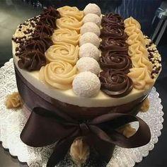 New years eve cake Cake Cookies, Cupcake Cakes, Chocolates Gourmet, Bolos Naked Cake, Gourmet Cakes, Elegant Desserts, Chocolate Delight, Drip Cakes, Occasion Cakes