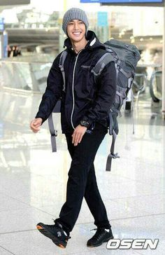 04042013 Kim Hyun Joong leaving for Vietnam for his new variety show, Barefoot Friends