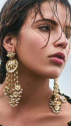 Add a little glam to your Indian wedding outfit by wearing these chic earrings. You can pair these trendy and classy earrings with any ethnic attire. OTT earrings will surely take your reception/haldi/mehndi/wedding outfit a notch higher. Indian Jewelry Earrings, Indian Jewelry Sets, Fancy Jewellery, Jewelry Design Earrings, Bridal Earrings, Necklace Designs, Silver Necklaces, Wedding Jewelry, Jewelery