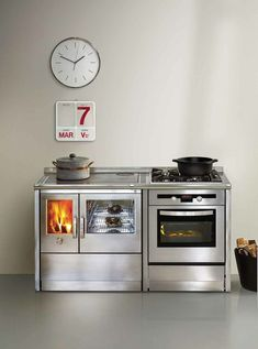 Elegant and exclusive series of wood burning cookers from J.Corradi Turn Up The Heat With Impeccable, Eco Friendly Wood Burning Cooke. Stove Oven, Kitchen Stove, Kitchen Appliances, Wood Burning Cook Stove, Wood Stove Cooking, Stove Fireplace, Rocket Stoves, Wood Burner, Kitchen Styling