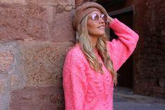 Miss trendy Barcelona: Blazer de pana Round Sunglasses, Sunglasses Women, Barcelona, Street Style, Fashion, Moda, Round Frame Sunglasses, Urban Style, La Mode