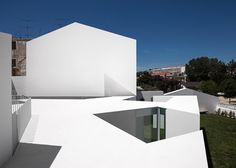 dezeen_House-in-Alcobaca-by-Aires-Mateus_10
