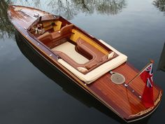 Frank Stephenson penned the modern Mini Cooper, Ferrari and the McLaren Now check out his all-electric boat. Yacht Design, Boat Design, Wooden Speed Boats, Wood Boats, Plywood Boat, Riva Boot, Course Vintage, Luxury Yacht Interior, Classic Wooden Boats