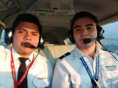 Ricardo Sanchez después de su examen de obtención de licencia, felicidades por el exito