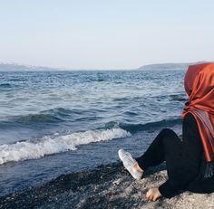 Dpz for girls Modern Hijab Fashion, Hijab Fashion Inspiration, Beautiful Muslim Women, Beautiful Hijab, Cool Girl Pictures, Girl Photos, Hijab Dp, Face Aesthetic, Aesthetic Girl