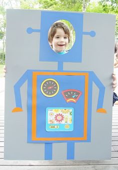 Robot photo booth.-great idea! I could totally make some of these for the kids & even some adult ones for partys perhaps...