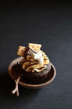 campfire cupcake - I made these for my son's 1/2 birthday treat at school and they turned out great! I went the easy route with a devils food cake mix & made a delicious butter cream frosting but the graham, chocolate and marshmallow toppers made it complete.