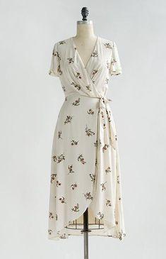 Vintage Inspired Floral Wrap Dress / Feminine Floral Dresses / Besotted Blooms D. - Vintage Inspired Floral Wrap Dress / Feminine Floral Dresses / Besotted Blooms Dress Source by kerstinkaratepe - Vintage Dresses, Vintage Outfits, Vintage Fashion, 1950s Dresses, 1950s Fashion, Vintage Clothing, Feminine Dress, Feminine Style, Feminine Fashion