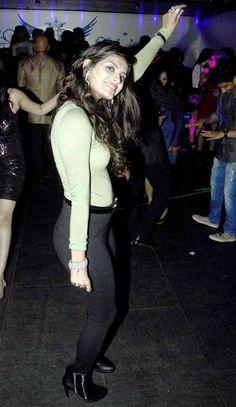 Sonali Raut at Armaan Kohli's bash. Gautam Gulati, Dara Singh, Sonali Raut, Bollywood Fashion, Burns, Take That, Poses, Actresses, Dance