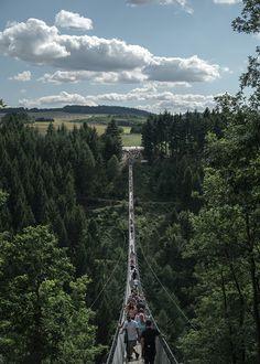 5 Ziele für Tagesausflüge in die Eifel | HELLO WANDER Die Eifel, Golden Gate Bridge, Germany, Camping, Explore, Places, Trips, Traveling, Campsite