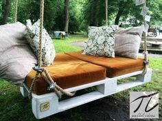 Huśtawka z palet: styl Klasyczny, w kategorii Ogród zaprojektowany przez… Wooden Pallet Furniture, Outdoor Furniture, Outdoor Decor, Interior Design Living Room, Living Room Designs, Z Palette, Porch Swing, Home Projects, Outdoor Living