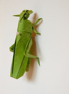 Sauterelle en origami Origami grasshopper