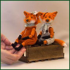 Привет всем, всем, всем! Яркие, рыжие, хитрые и лукавые лисички появились у меня целой компанией! Связаны лисички по новой схеме. В этот р...